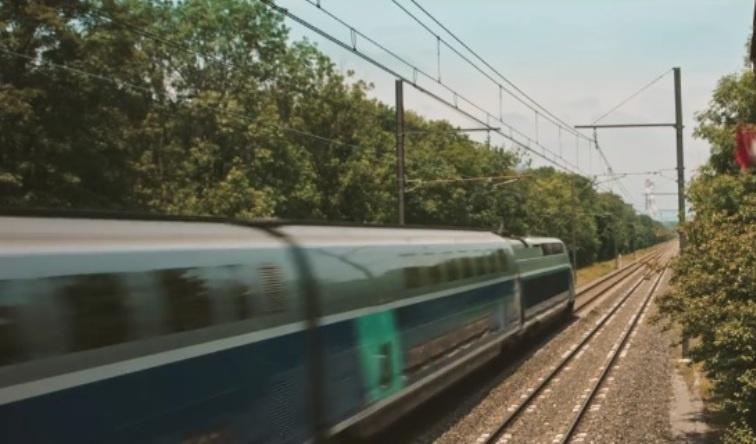 Женщина и TGV кадр 5