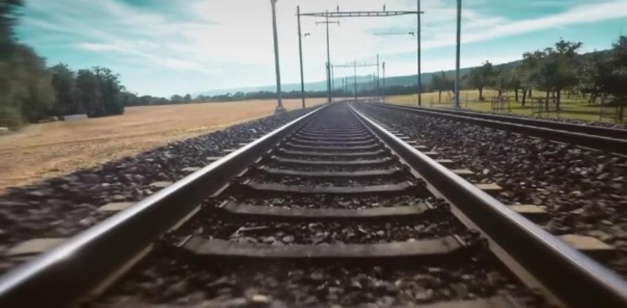 Женщина и TGV кадр 6