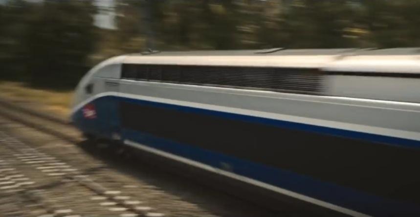 Женщина и TGV кадр 7