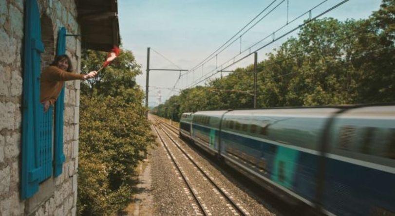 Женщина и TGV кадр 9