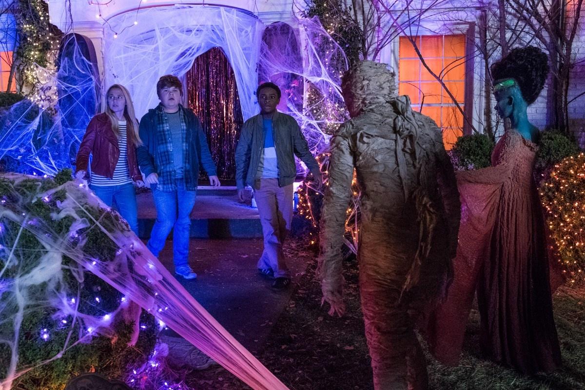 смотреть Ужастики 2: Беспокойный Хеллоуин в кинотеатрах